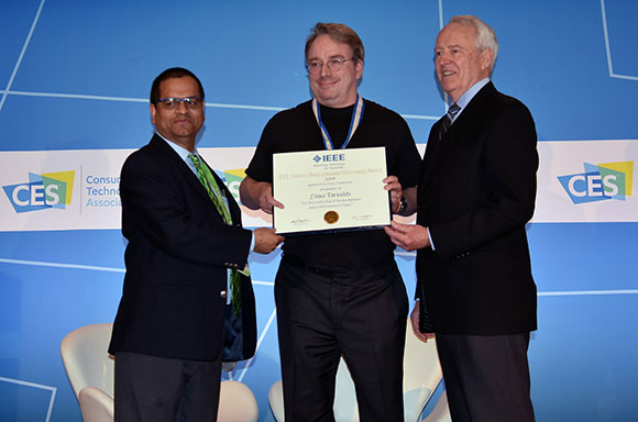 Mohanty conferring award to Linus Torvalds
